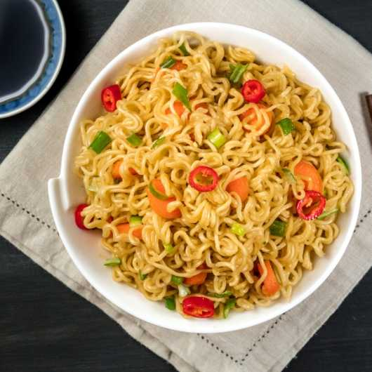 Low Calorie Pad Thai with Slim Noodles by Eat Water